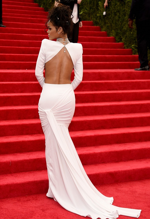 2014-Met-Gala-Red-Carpet-Rihanna-2