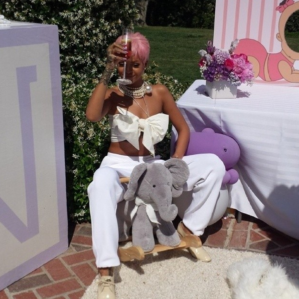 rihanna-baby-shower-6