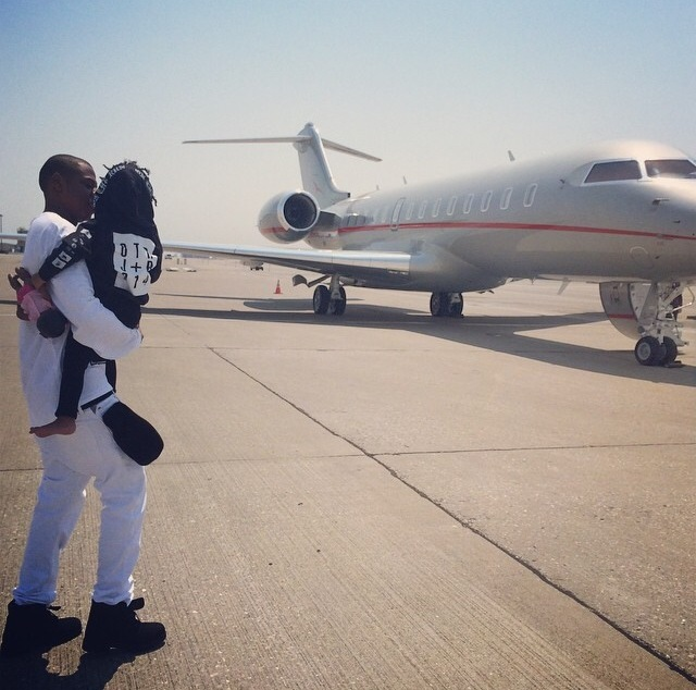 The Carter family boards a private jet after the last On The Run tour stop in the U.S., San Francisco
