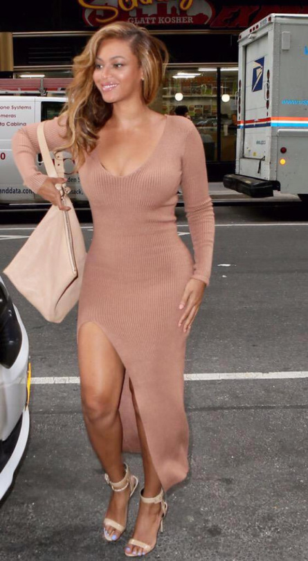 Beyonces-New-York-City-Camel-Ribbed-Side-Slit-Dress